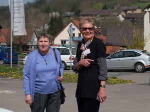 Dr. Eleonore Hofmann re mit Gast